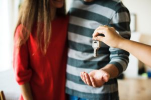 Avoid when selling your home handing over the keys to the new owner too soon without a contract
