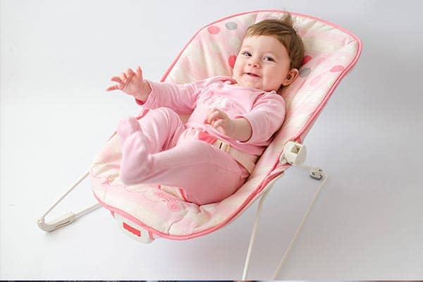 baby-using-bouncer-seat