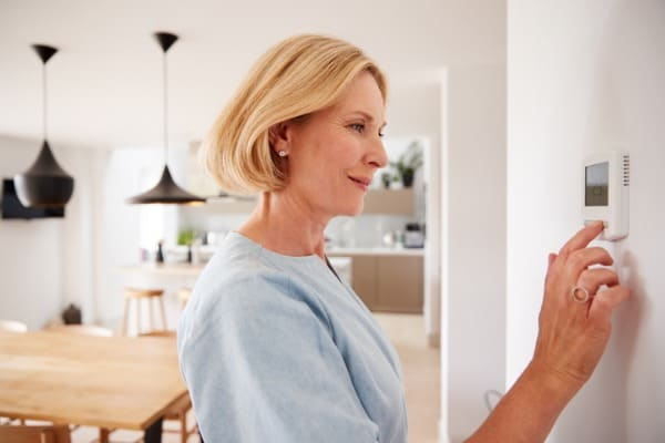 woman-using-home-thermostat