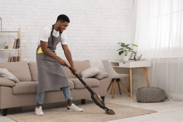 cleaning-house-with-wireless-vacuum-cleaner