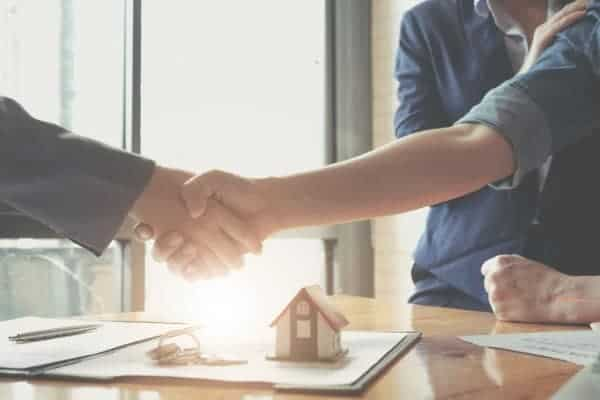 real-estate-agents-agree-to-buy-a-home