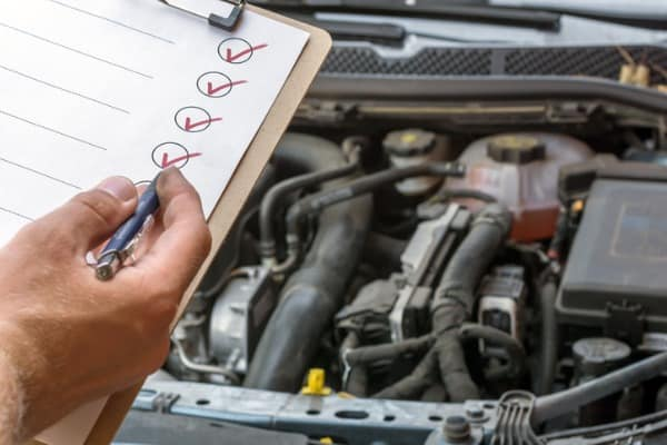 checking the technical condition of a car with the help of a checked officer