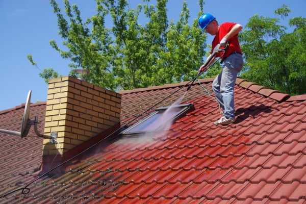 chooing the right roof cleaning company