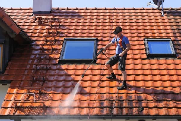 roof cleaning professtionals